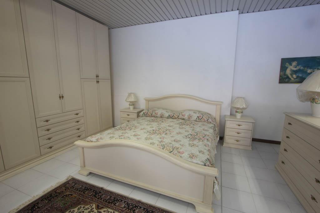 Outlet offerta 04 camera matrimoniale mobilificio tacchini - Camera matrimoniale classica ...